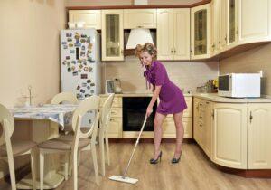 Горничная в дом: 5 золотых правил уборки
