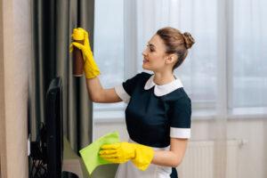 Как выбрать домработницу с проживанием?