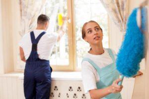 В каких случаях на работу приглашают две семейные пары?
